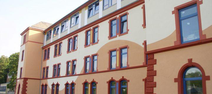 Neue Fenster, neue Fassade für das Klassenhaus